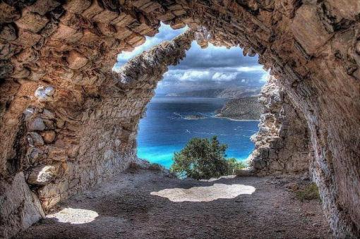 monolithos, un villaggio di montagna a picco sul mare - Piccolo Giardino Al Mare