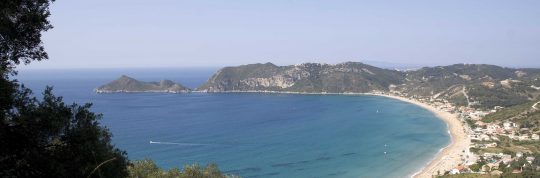 La spiaggia di Agios Georgios: solo per intenditori